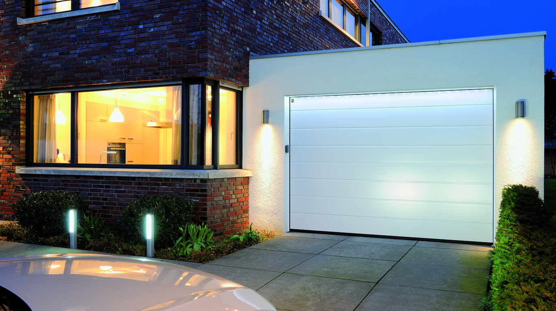 Funkcjonalny Bezpieczny I Ciepły Garaż Segmentowe Bramy Garażowe