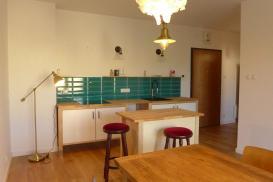 Kuchnia w małym mieszkaniu – jakie warunki przestrzenne i funkcjonalne powinna spełniać?
