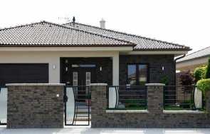 Słupki ogrodzeniowe wykończone płytkami betonowymi