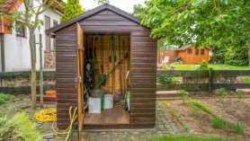 Składzik na narzędzia ogrodowe – oszczędna alternatywa dla domku ogrodnika