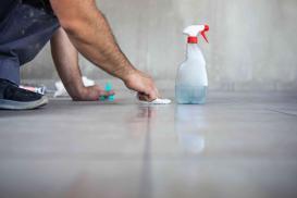 Jak czyścić płytki kamienne i gresowe