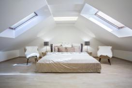 Przytulna sypialnia na poddaszu – jak ją urządzić?