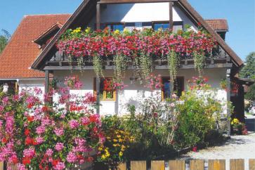 Balkon tonie w kwiatach