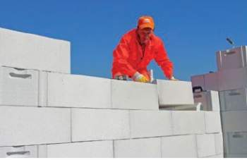 Jak wznieść ścianę jednowarstwową z betonu komórkowego?