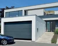 Funkcjonalny i ciepły garaż w bryle domu