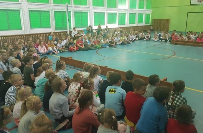 mrowka-szubin-edukuje-dzieci-w-szkole