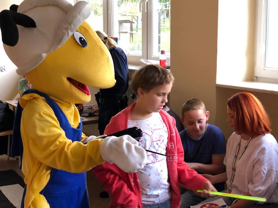 mrowka-w-lidzbarku-organizuje-akcje-edukacyjna-dla-dzieci-w-specjalnym-osrodku