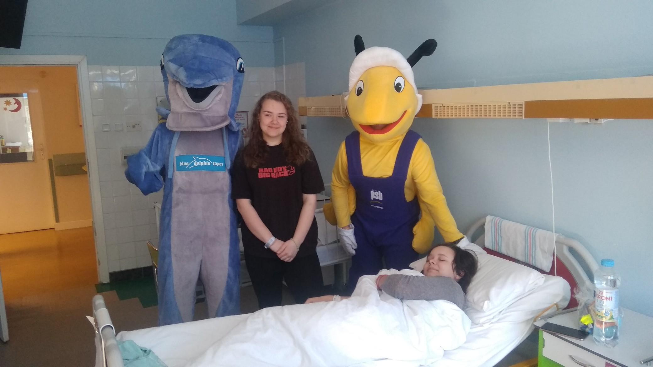 mrowka-z-pily-odwiedzila-dzieci-w-szpitalu